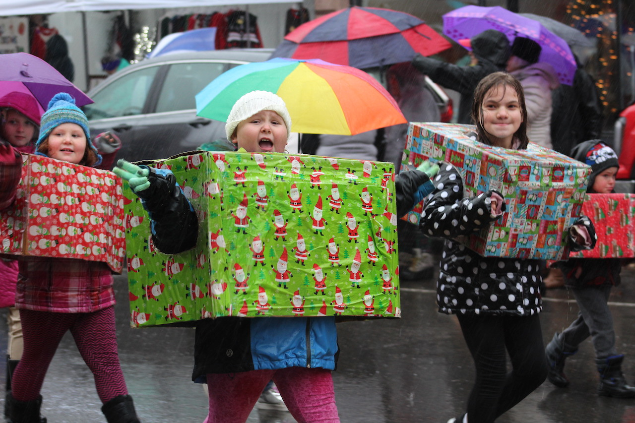 IT'S A WONDERFUL WEEKEND: Despite wild weather, a successful day in Bedford Falls